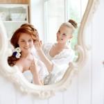 Visagistin styled hübsche Braut für ihre Hochzeit
