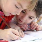 Kinder malen Malvorlagen aus