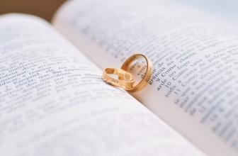 Lesungen zur Hochzeit: Weltliche und religiöse Textvorlagen
